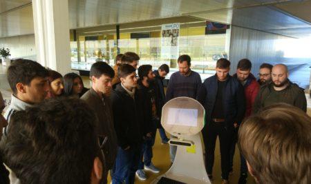 Visita del alumnado de Robótica a la UPO